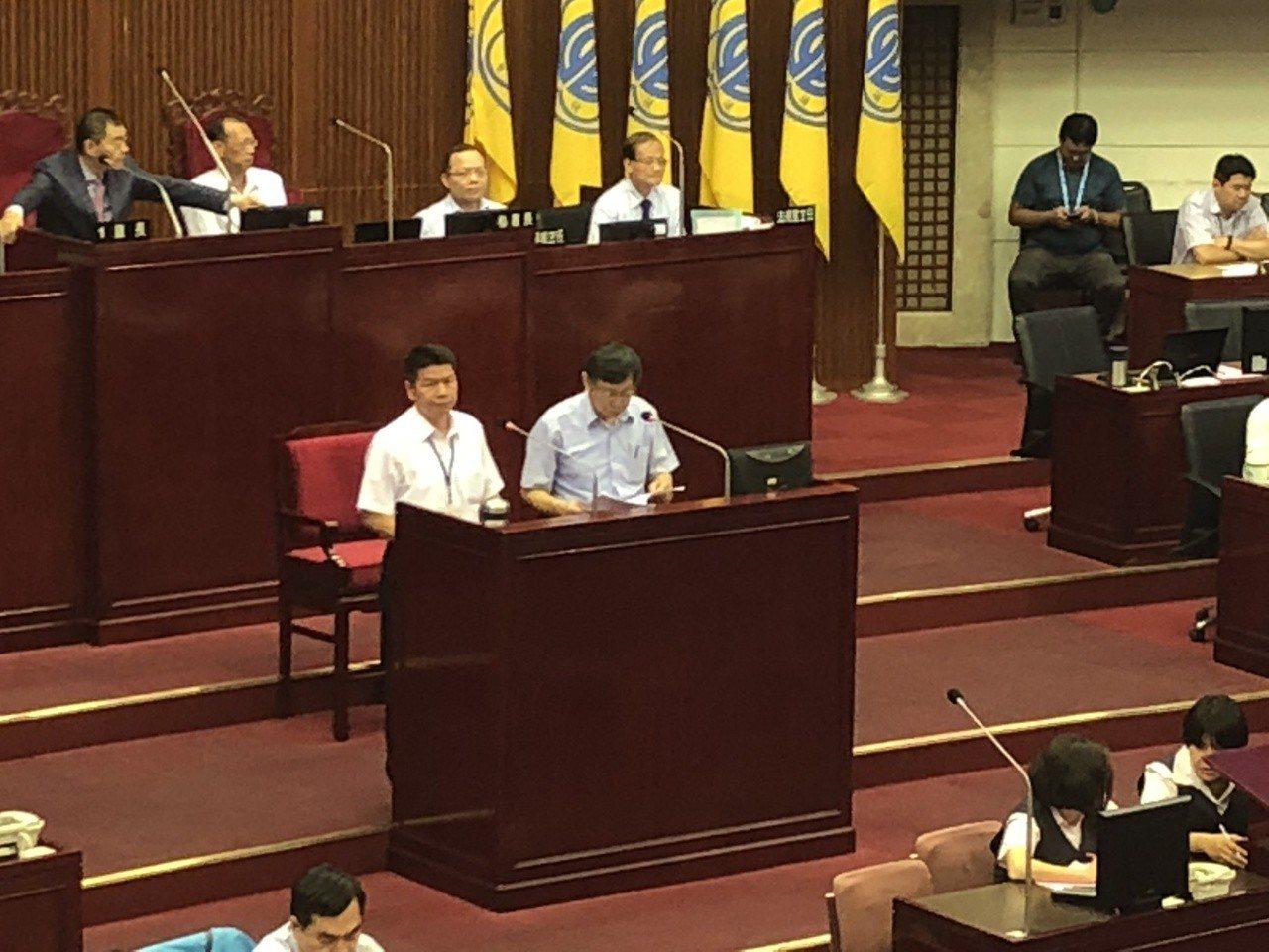 市議員徐弘庭指出柯文哲頻頻密會政界大老,但都沒有確實登錄,完全違反自己當年上任提...