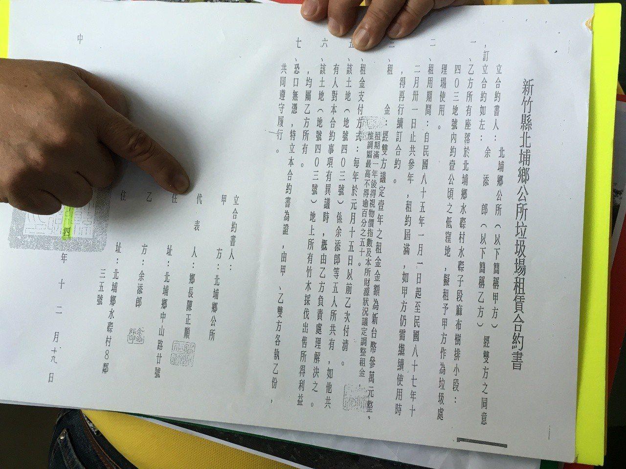 北埔鄉長姜良明今天到地檢署按鈴申告當時擔任鄉長的陳正順,涉嫌圖利、瀆職等罪。記者...