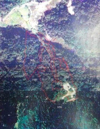 紅色範圍為垃圾棄置場的空拍照。圖/姜良明提供