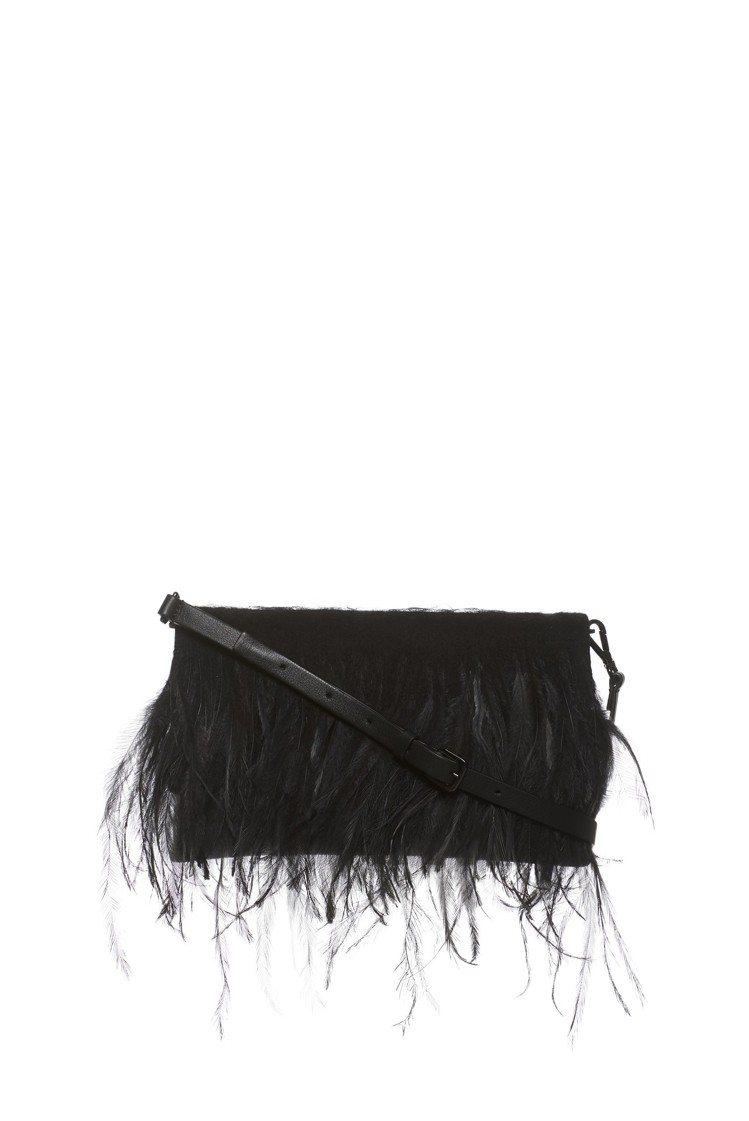 Fabiana Filippi秋冬系列黑色羽毛手拿包,約45,400元。圖/Fa...