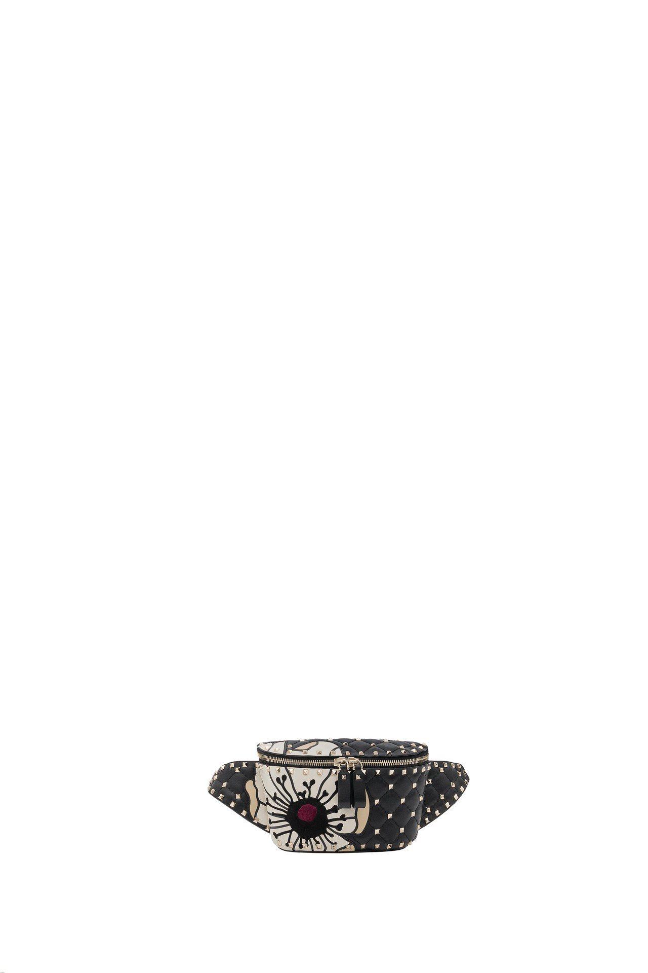 印花鉚釘腰包,64,500元。圖/Valentino提供