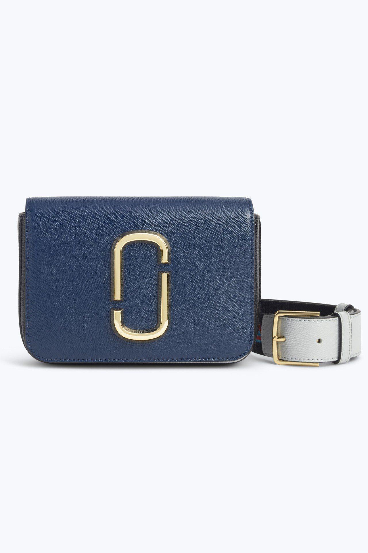 可當腰包和肩背包的Hit Shot包,15,900元。圖/Marc Jacobs...