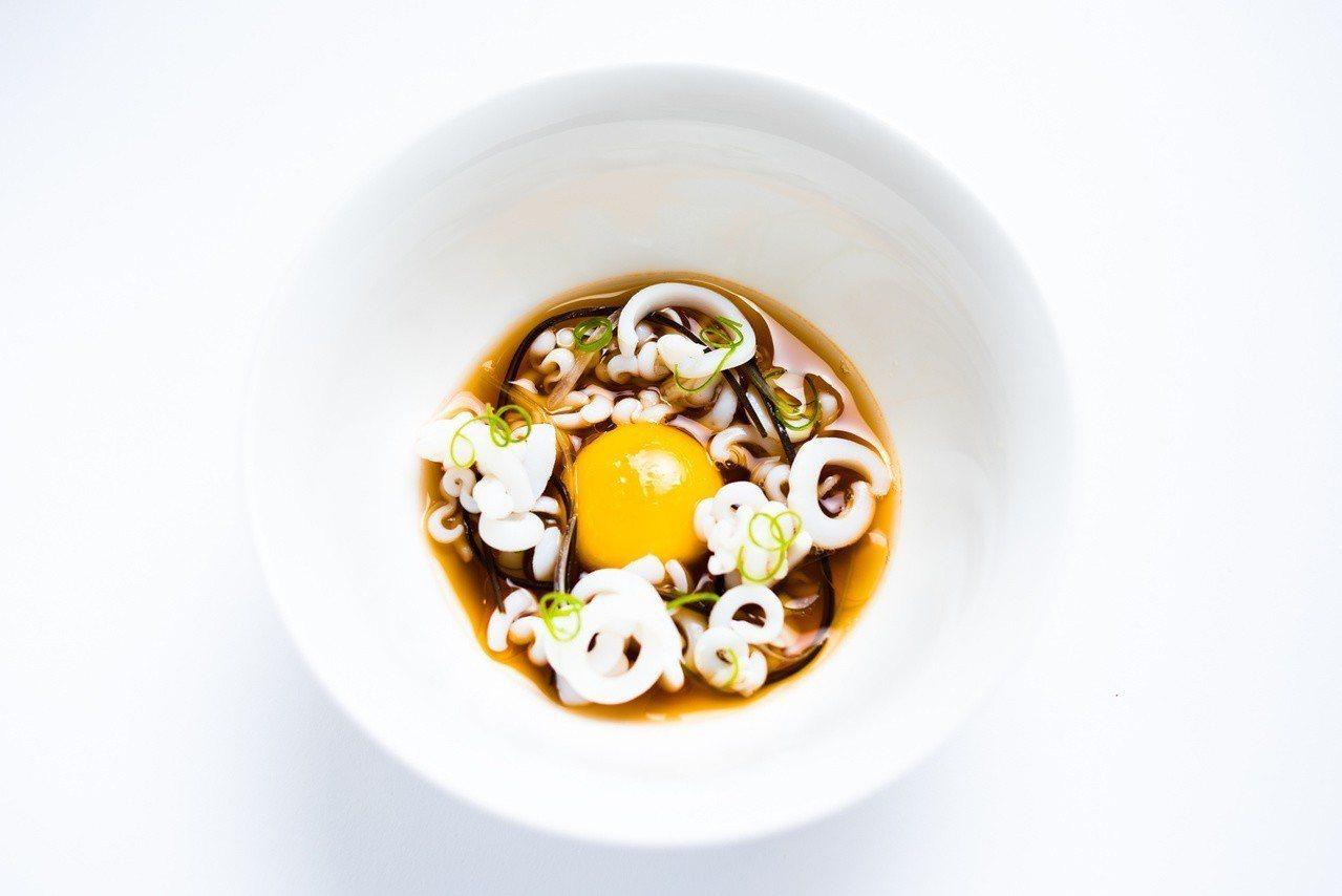 花枝手工麵佐蝦味清湯。圖/美福飯店提供