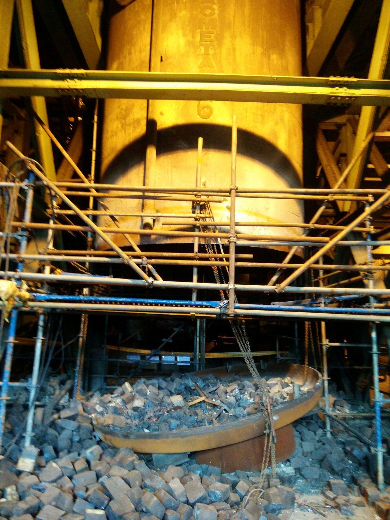 真空處理槽耐火磚崩落。圖/高雄市勞檢處提供