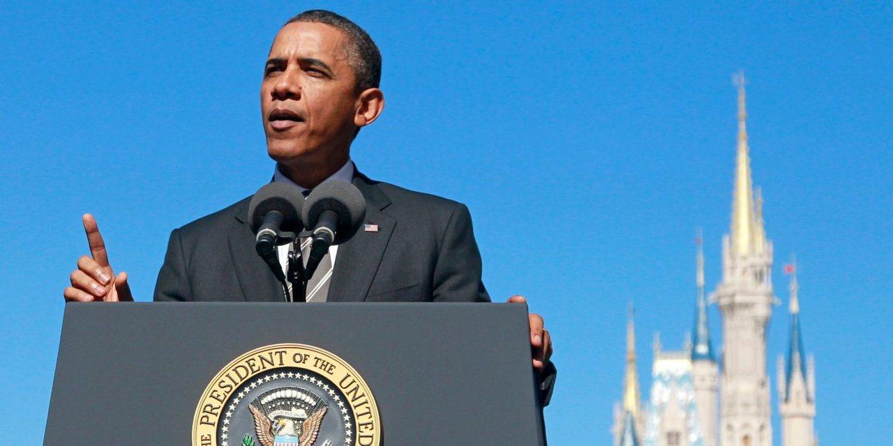 歐巴馬日前自曝年輕時曾因在迪士尼樂園內抽菸而遭趕出往事。美聯社