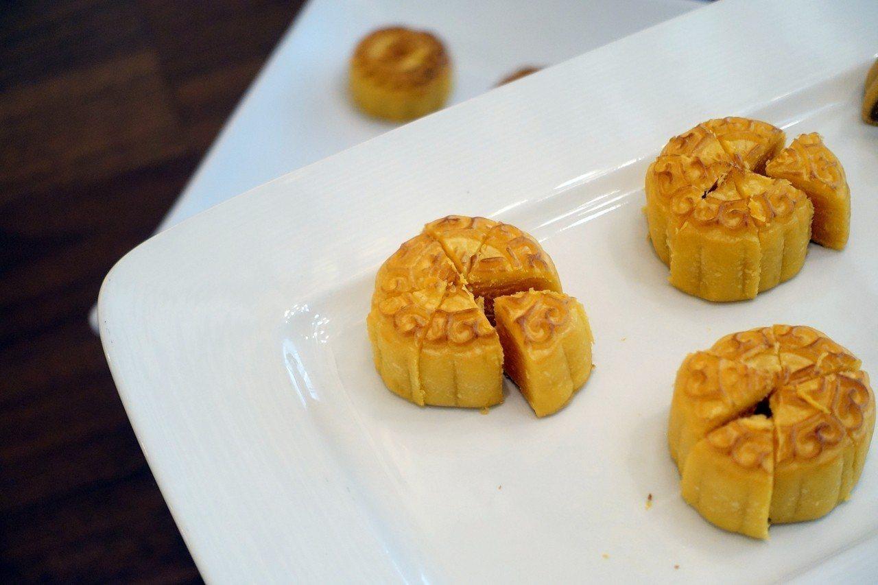 香滑奶黃月餅。記者沈佩臻/攝影