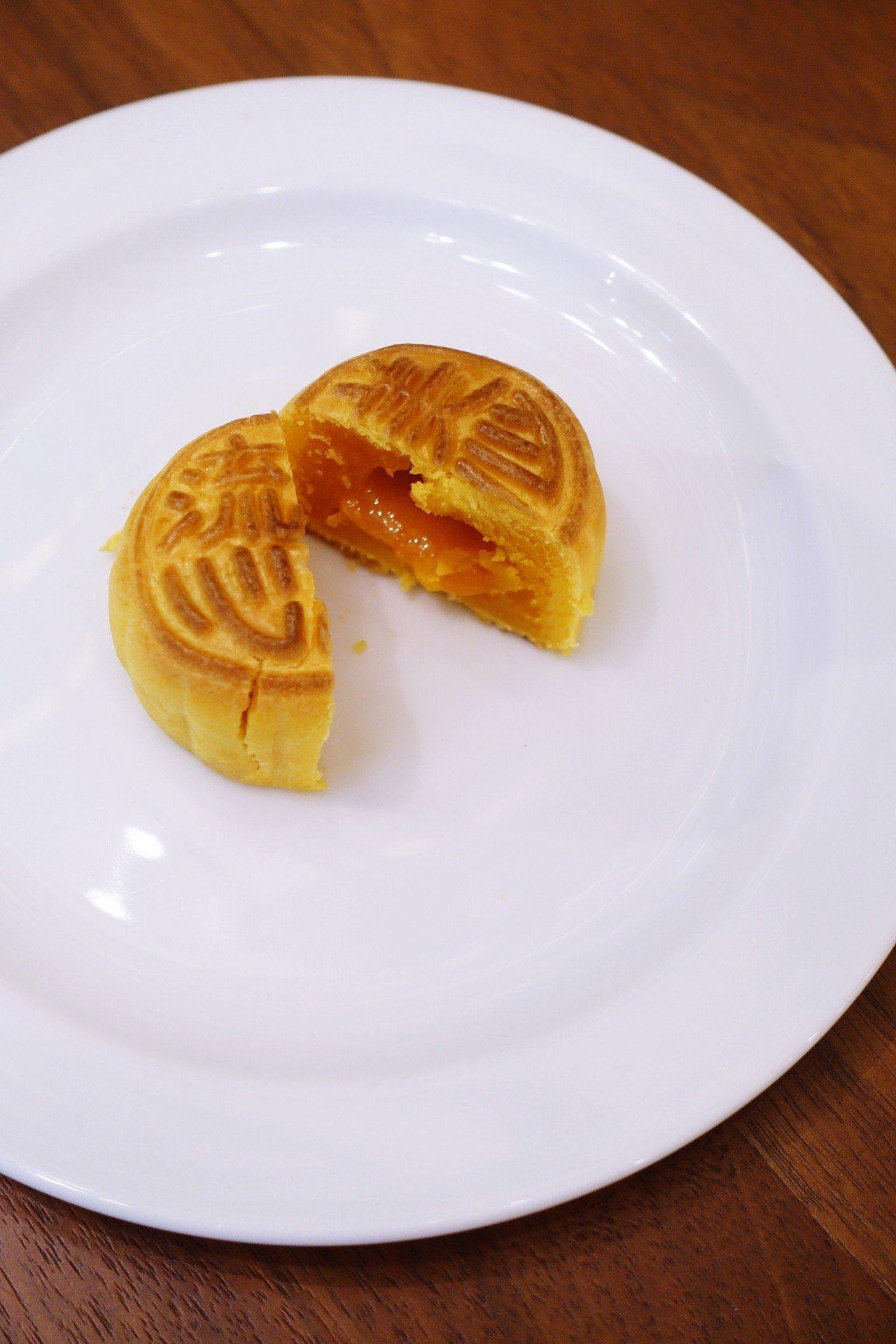 美心流心奶黃月餅。記者沈佩臻/攝影