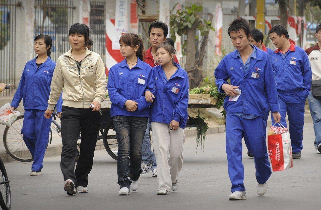 工廠勞工住不起深圳。 法新社