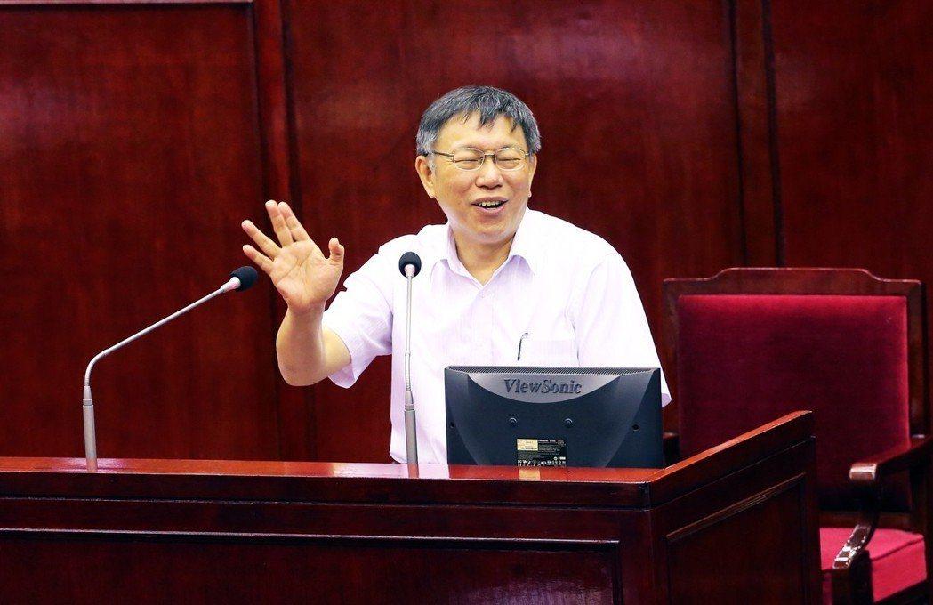 台北市長柯文哲提出5萬職缺助退休公教,輔大助理教授、作家周偉航表示,此案沒啥預算...