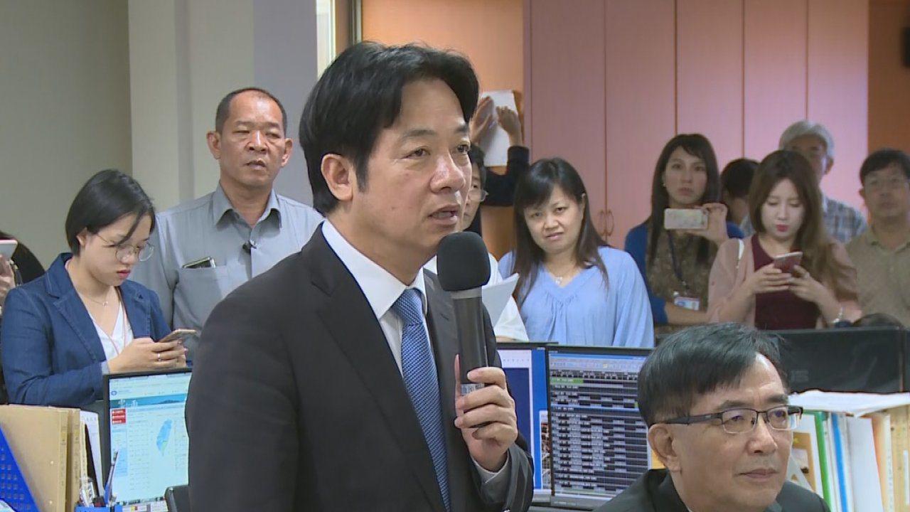 台灣南、北部接連豪雨成災,再加上熱帶性低氣壓與「山竹」颱風來勢洶洶,行政院長賴清...