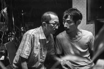 去年拿下最佳新導演、最佳改編劇本等5項金馬獎的台灣電影「大佛普拉斯」,傳出將代表台灣報名參加奧斯卡獎最佳外語片,不過消息未獲證實。發行該片的片商甲上表示,其實他們沒有得到任何通知,一切還是等待正式公...