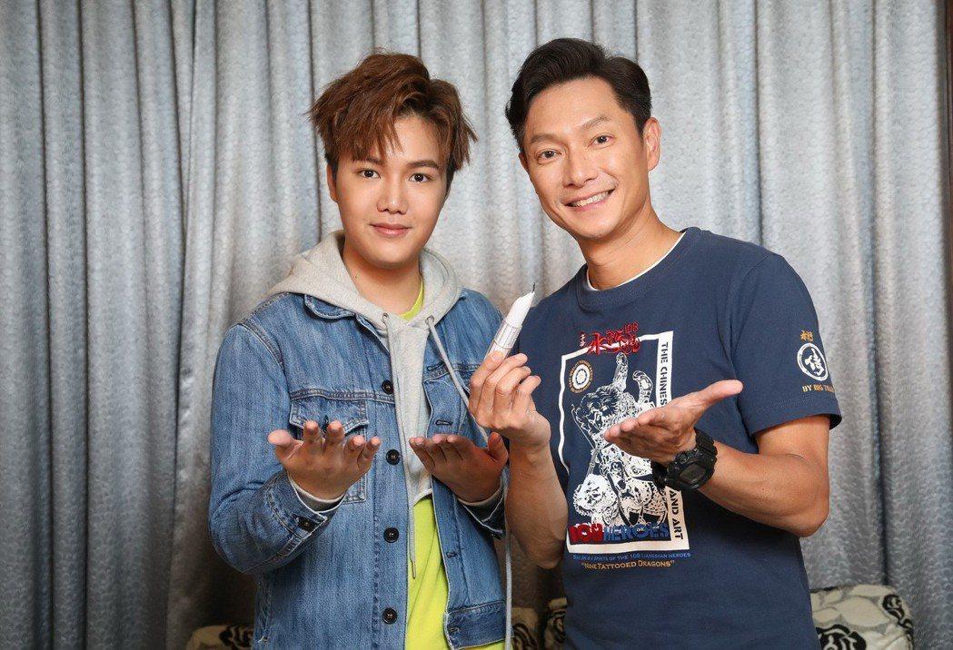 謝祖武與18 歲CEO蘇友謙拍廣告。圖/小蘇提供