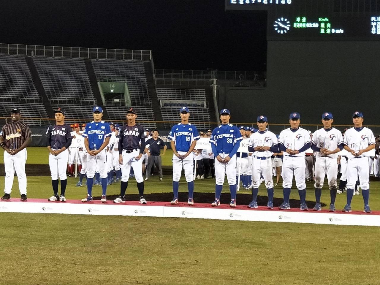 U18亞青賽最佳十人,中華隊投手王彥程(右起)、捕手戴培峰、一壘手林軒逸、二壘手...