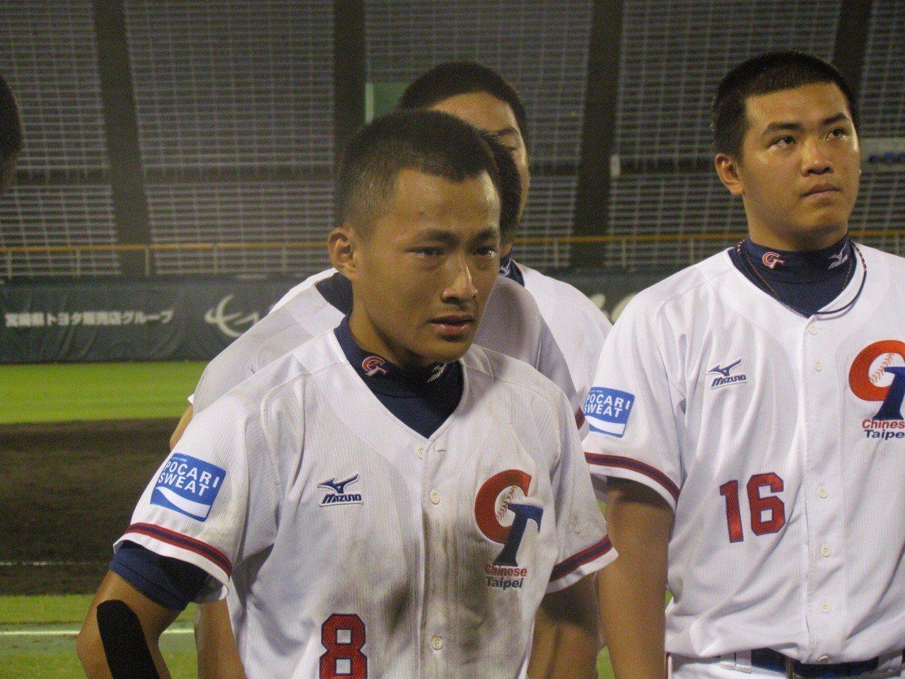 中華隊在冠軍戰輸球,球員難過落淚。記者婁靖平/攝影