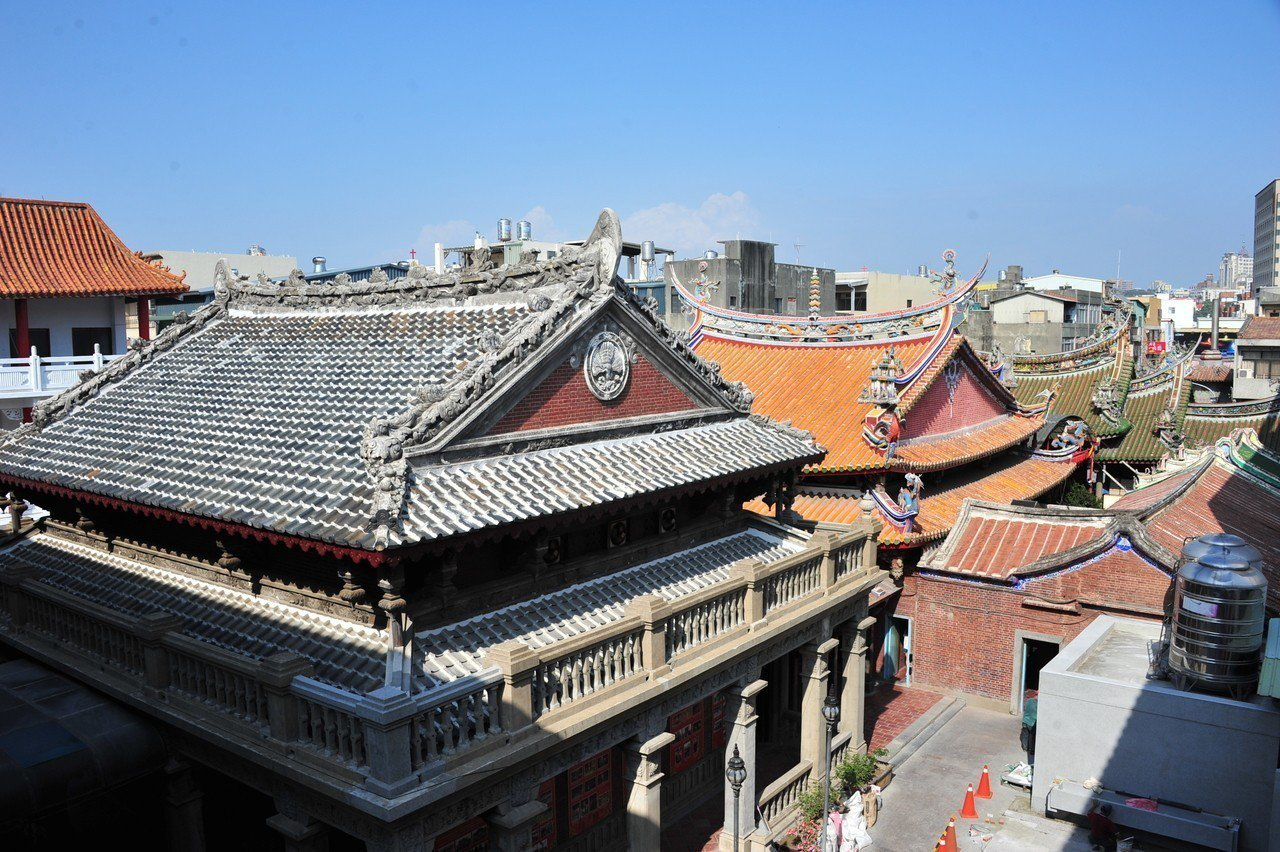 南瑤宮在日治時曾重修,是臺灣第一個由三派大木匠師(陳應彬、吳海同、王樹發)參與完...