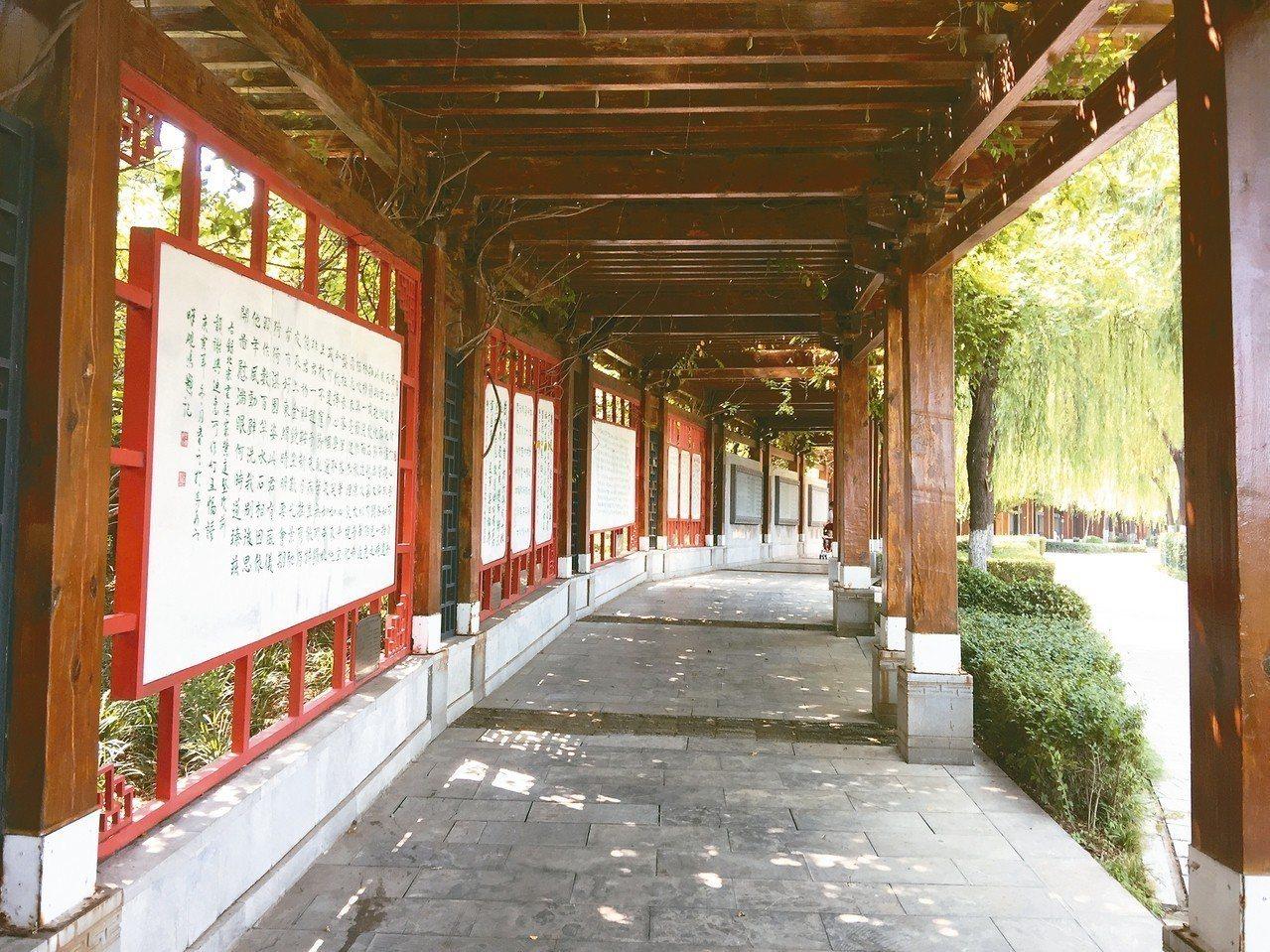 淇河詩苑,是生態史詩文化長廊。 記者汪莉絹/攝影