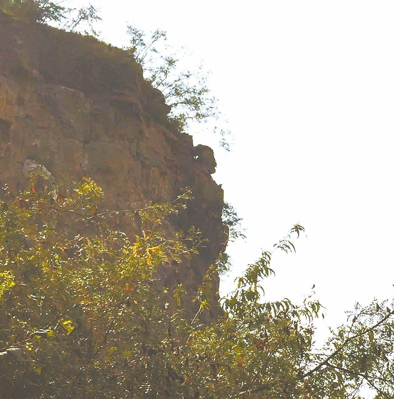 女媧峰,山峰有尊看似自然成形的女媧像。 圖/本報鶴壁傳真
