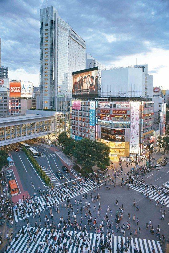 日本昨天公布修正後的第二季GDP高達百分之三,達兩年多來最高,主要是拜企業的資本...