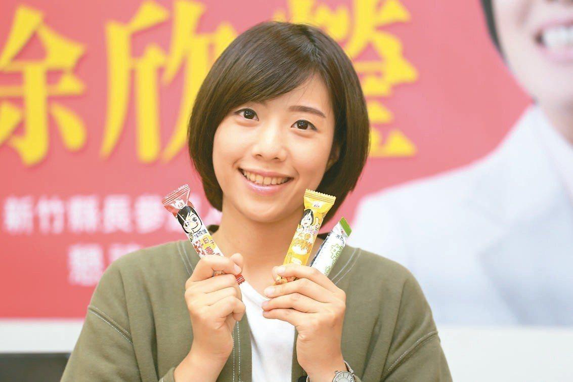 民國黨新竹縣長參選人徐欣瑩,推出竹縣首見的好棒棒餅。 圖/徐欣瑩競選團隊提供