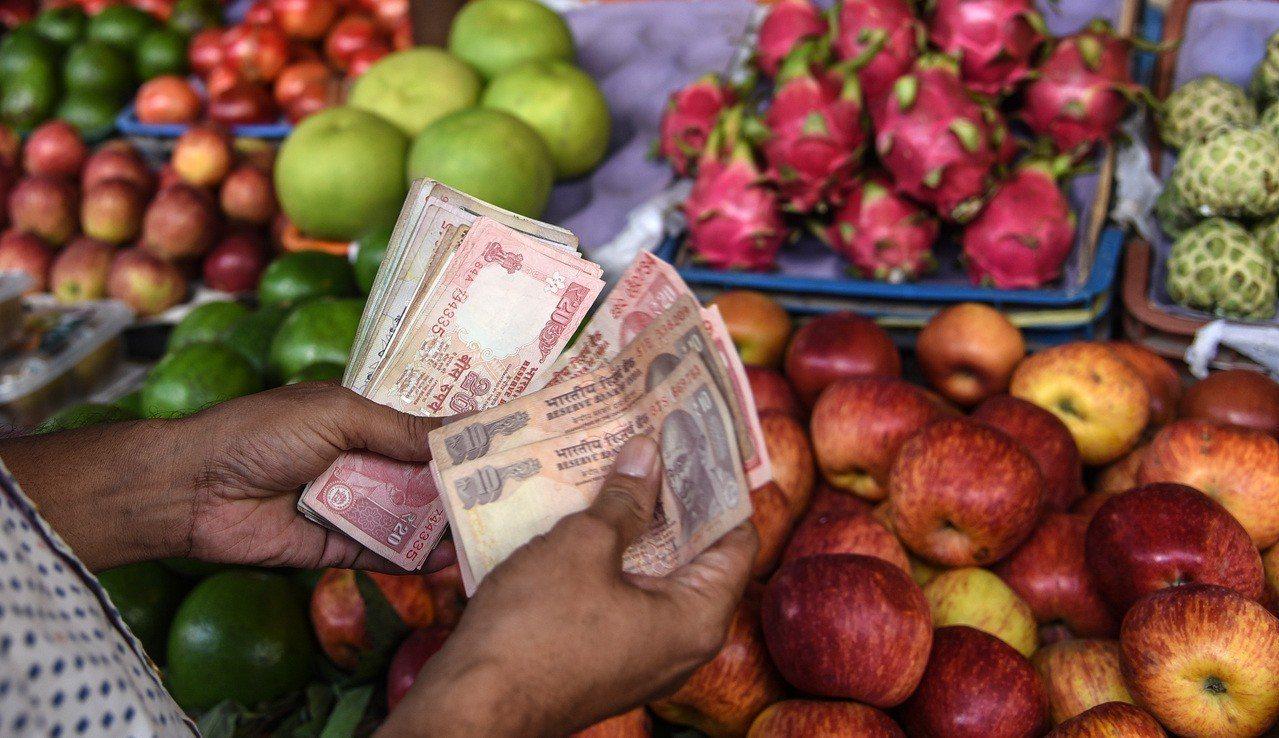 印度第二季經常帳逆差衝到五年來高峰,加上美國就業強勁引發加速升息預期,投資人大舉...