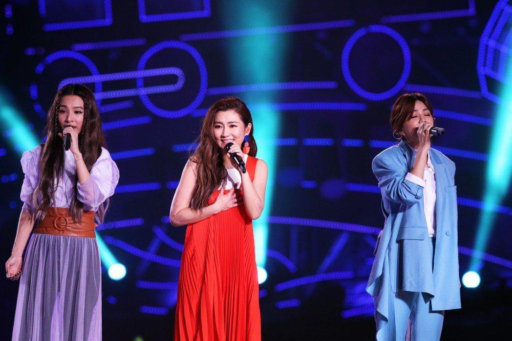 女子天團S.H.E今天歡慶十七歲生日,晚上在兩廳院藝文廣場舉行「十七音樂會」。記