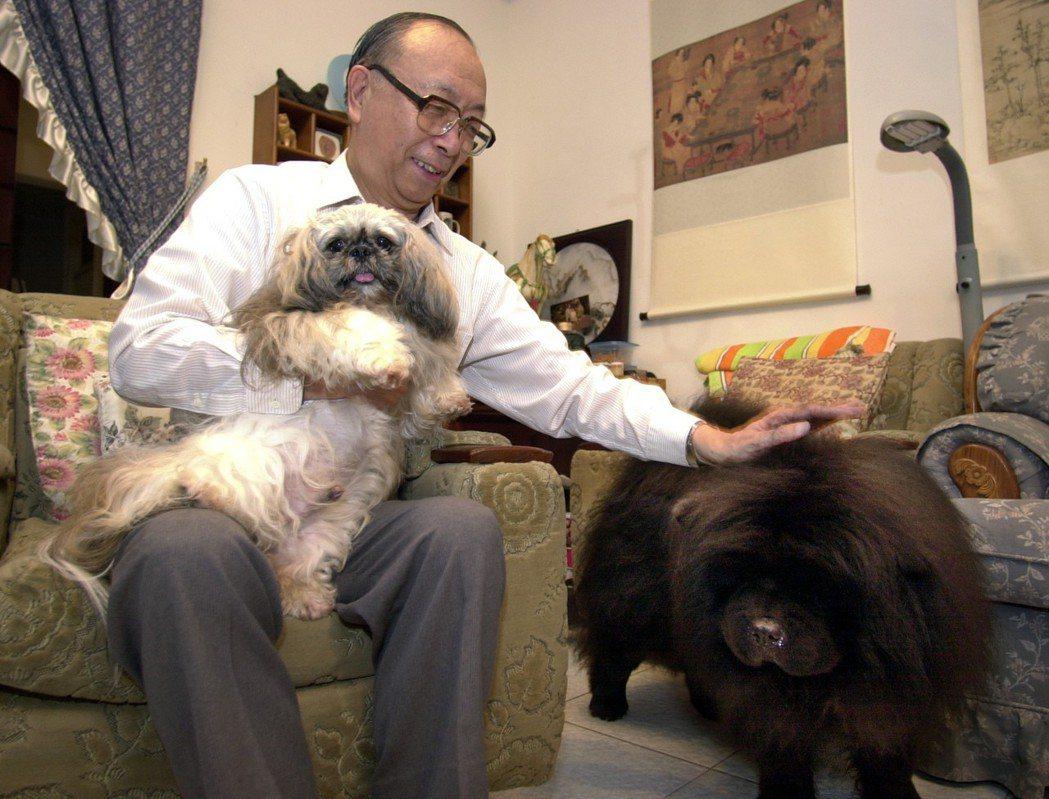 中研院院士胡佛與他的狗狗們。 圖/聯合報系資料照片
