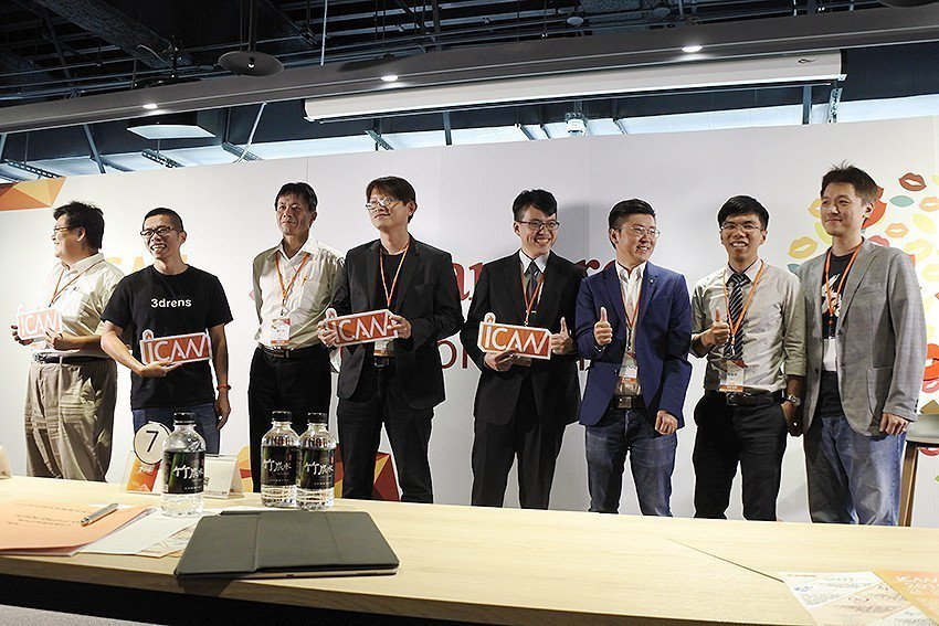 iCAN新創團隊愛樂康(左起)、三維人、展綠、麒趣、艾思博、全瑩、貝克及跨視代等...