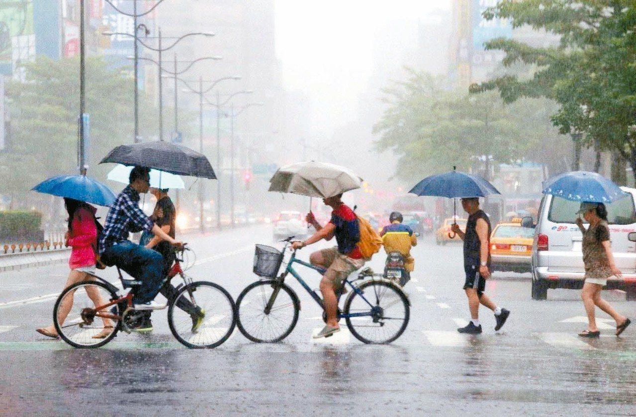 專家表示,山竹還有三四天時間可在海上發展,應是台灣附近今年最強的颱風。 圖/聯合...