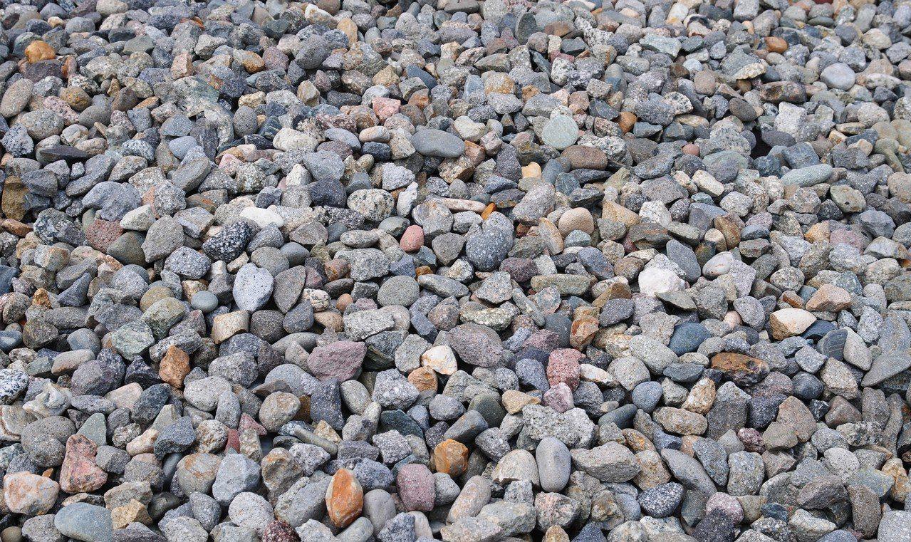 中國大陸政府近日調研市售砂石建材價格飛漲原因,讓市場擔憂恐會波及水泥業。 示意圖...