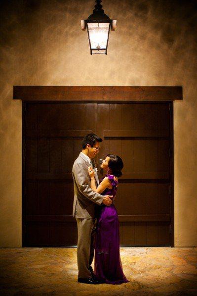 我與C的婚禮選擇了我喜歡的紫色。 圖/時報文化出版提供