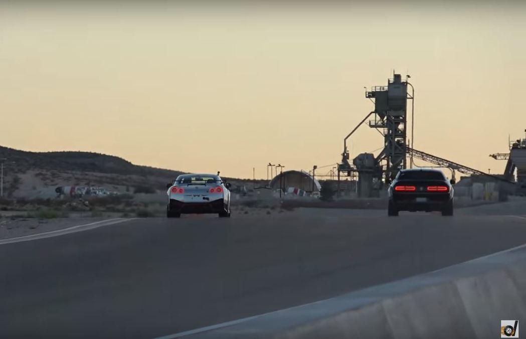 無論結果如何,大家最想看的只是兩台車一起奔馳。 摘自DragTimes影片