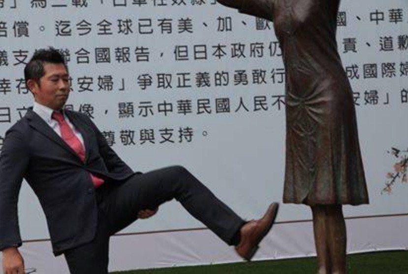 藤井友人在臉書發文表示,藤井沒有踢腿而是正在伸展。 圖擷自Shun Fergus...