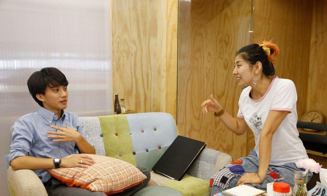 賴雷娜(右)和楊仁銘(左)在工作上雖然很多摩擦,也願意彼此扶持,一起克服困難。 ...