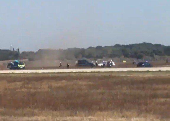法國聖埃克絮佩里機場10日上演警民追逐戰,導致50多個班機取消。截自DavidP...