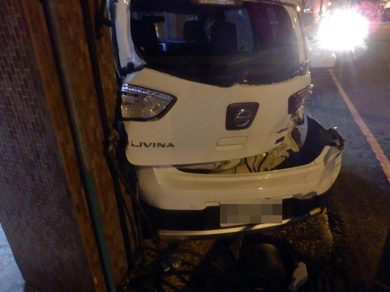 台中市北區民權路今天凌晨發生肇事逃逸車禍。記者游振昇/翻攝