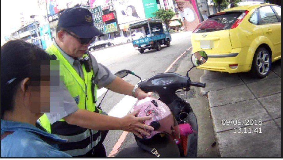 婦人暈倒不就醫,以為搭救護車要付費。記者游振昇/翻攝