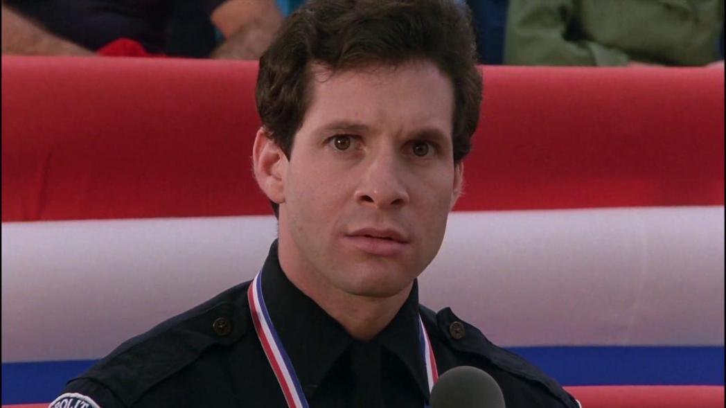 史提夫格坦柏格主演了4集「金牌警校軍」片集。圖/摘自imdb