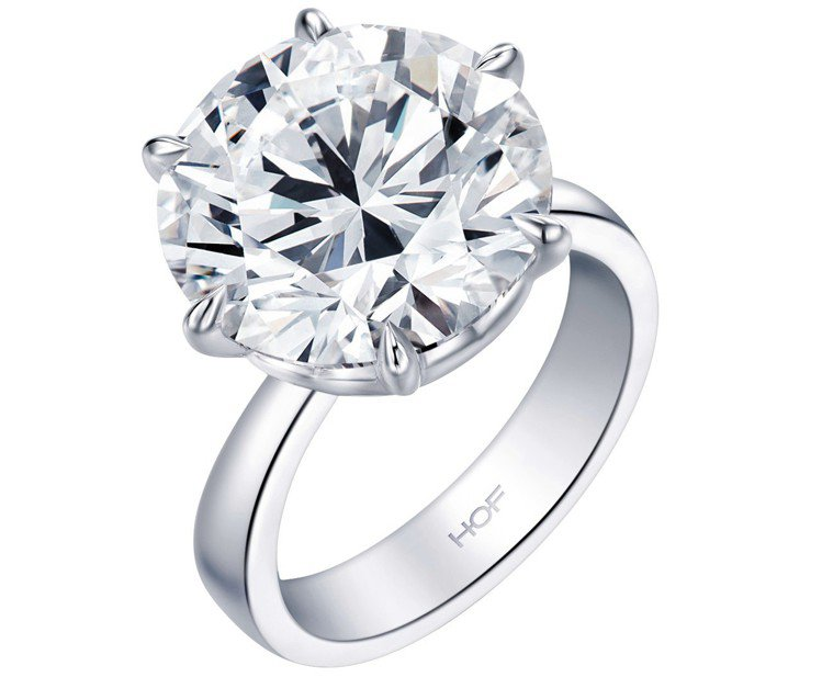 配合珠寶展甫空運抵台的11.26克拉DVVS1鑽戒,6,870萬元。圖/Hear...