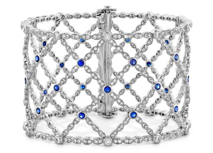 Lorelei Lattice鑽石藍寶石手鐲,18K白金鑲嵌鑽石總重6.86克拉...