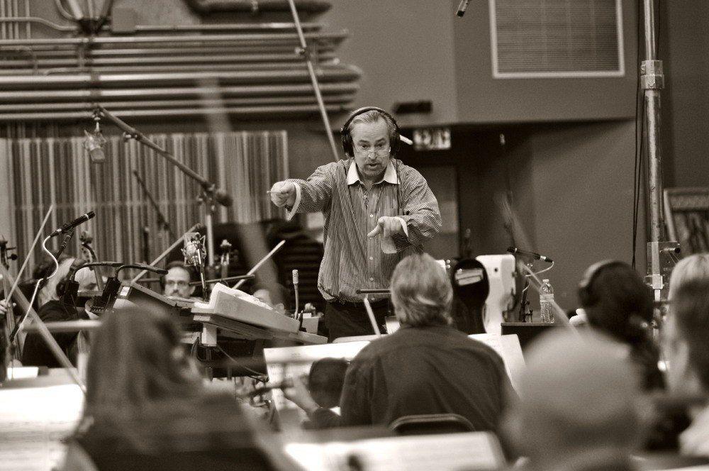高市交「再現龐德:約翰貝瑞的傳奇樂章」音樂會,邀請知名的好萊塢電影配樂指揮家尼可