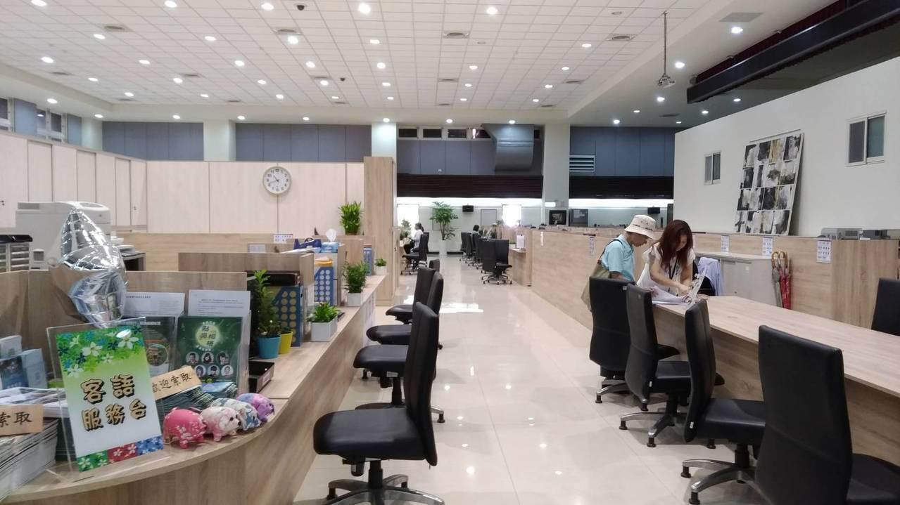 楊梅區臨時公所辦公室廳舍明亮服務不打折。圖/楊梅區公所提供