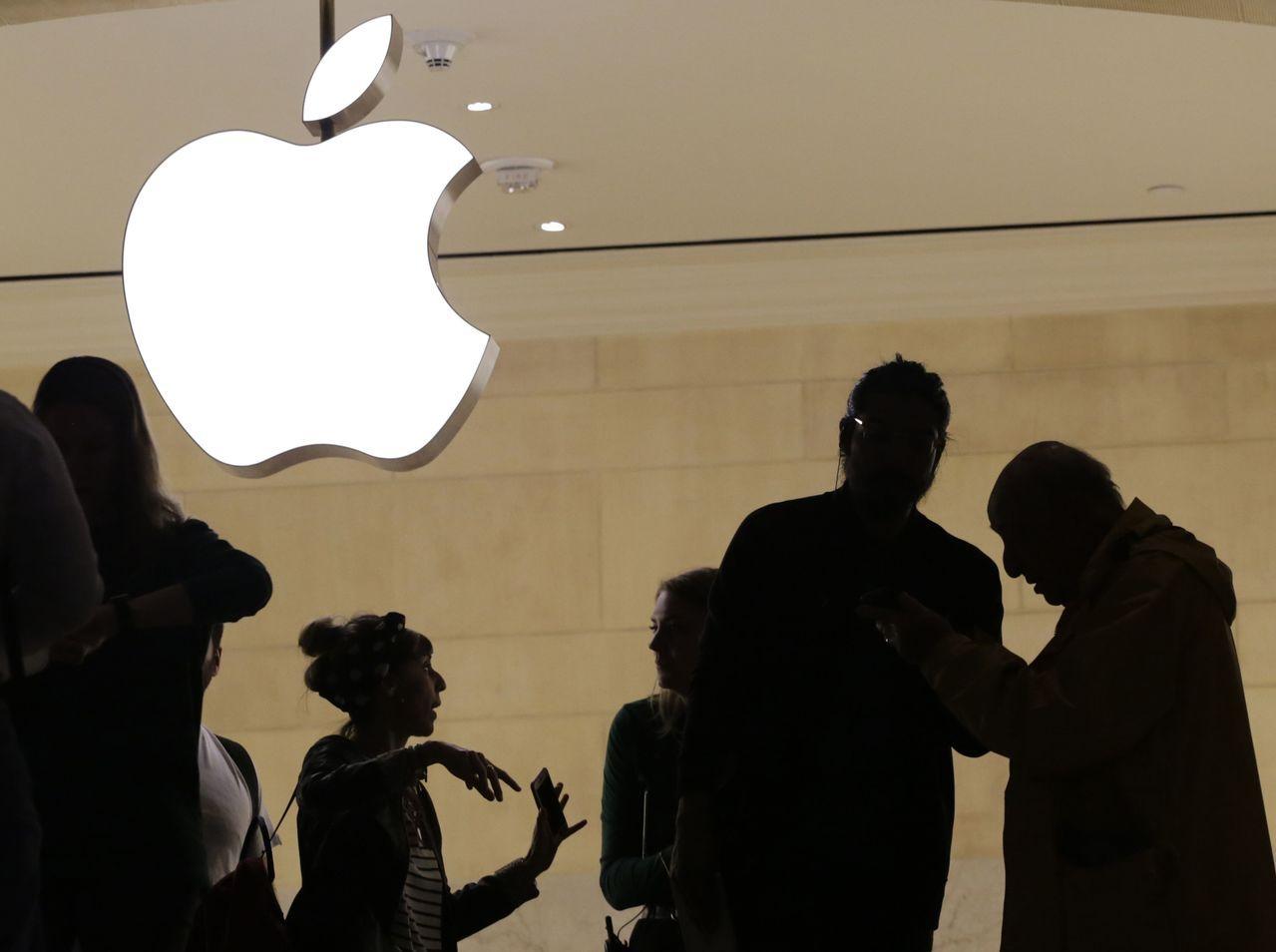 業界擔心,若iPhone售價偏高,可能局限需求,對自身股價也不利。美聯社