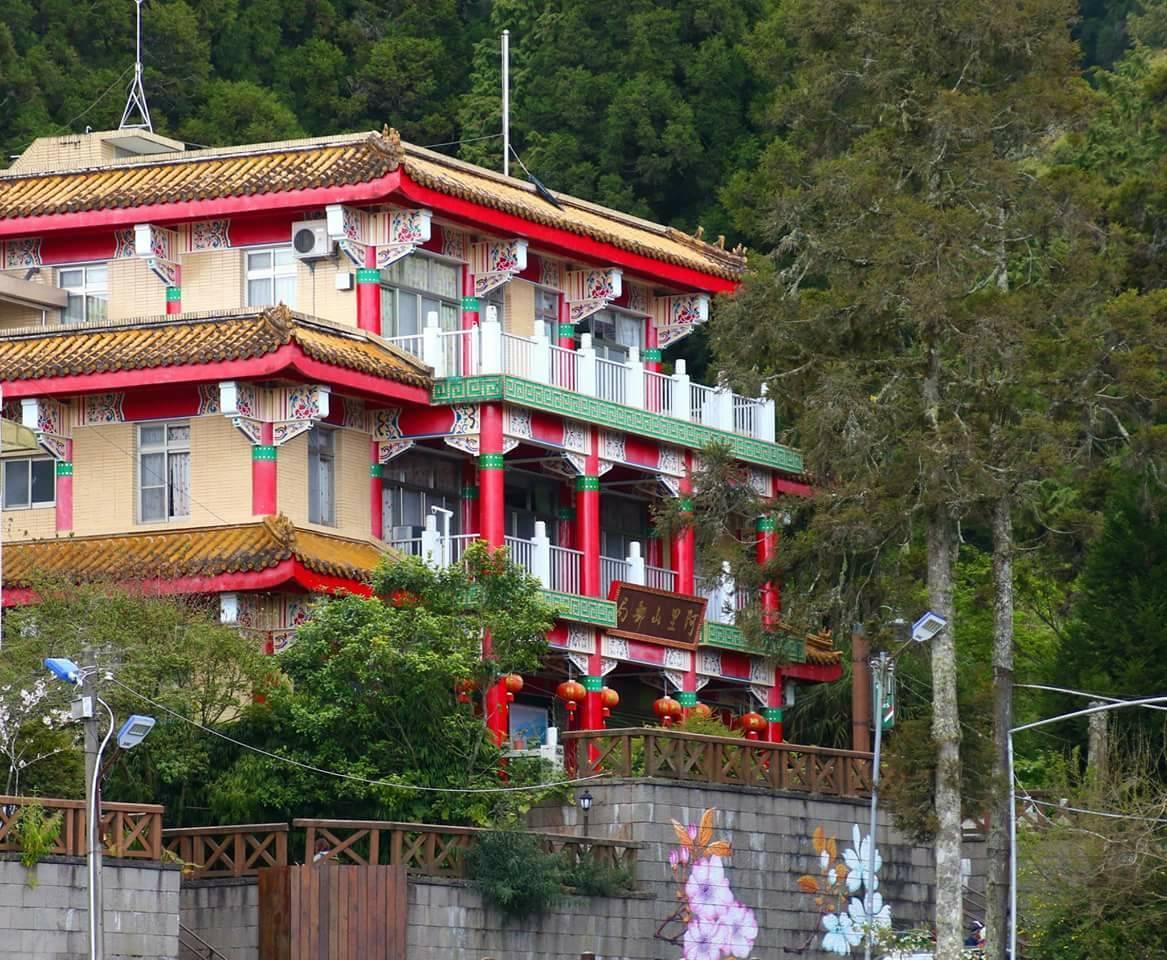 中國式建築的阿里山郵局是熱門拍照景點。圖/嘉義郵局提供