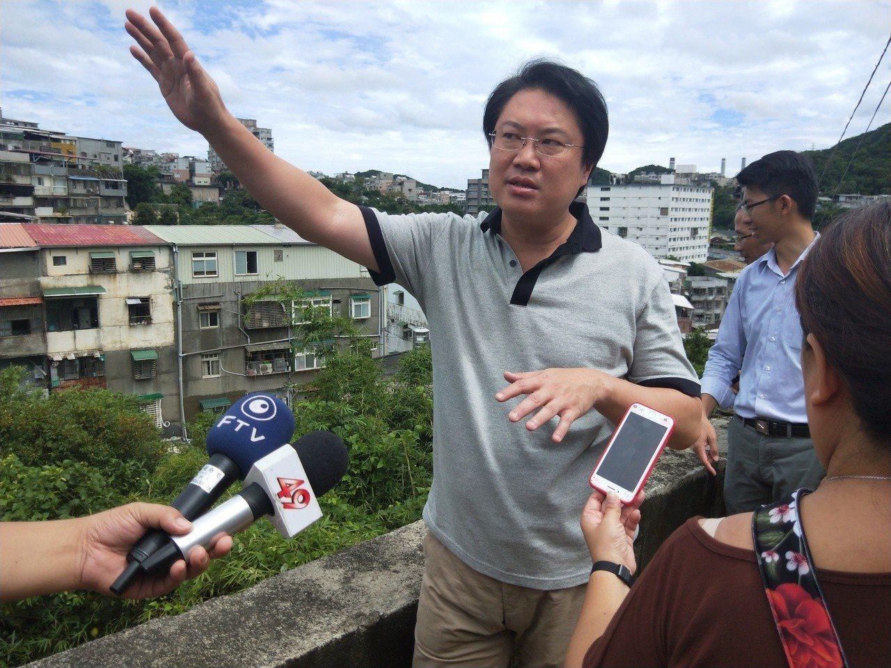 基隆市長林右昌今天說,救災時最好少一點政治口水。聯合報系記者游明煌/攝影