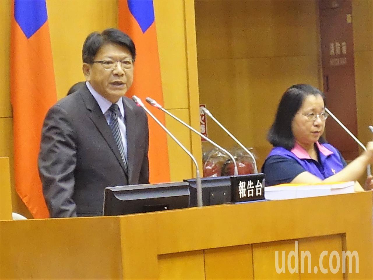 屏東縣長潘孟安今在議會定期大會進行本屆最後一次施政報告。記者翁禎霞/攝影