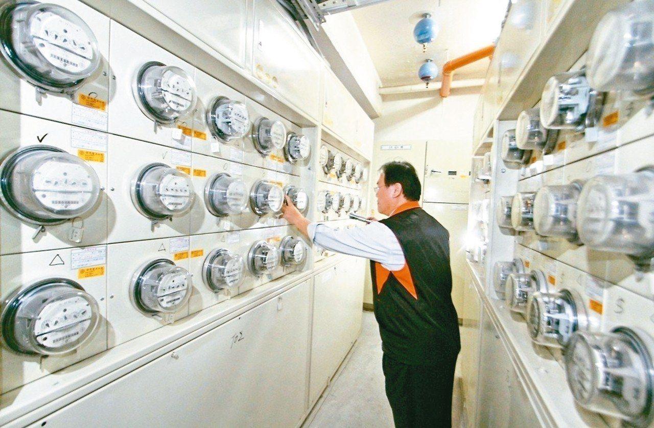 經濟部今結束電價費率審議委員會,宣布十月起電價將不調整。圖/聯合報系資料照片