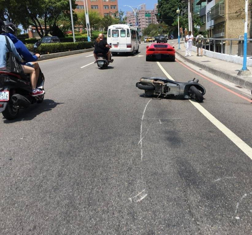 車禍當時的現場照片。記者林昭彰/翻攝