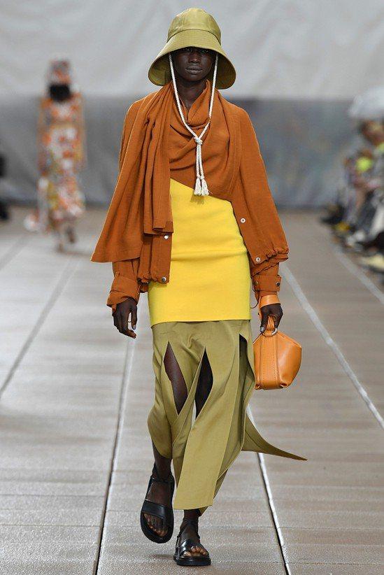 2019春夏面貌來自摩洛哥沙漠的純粹,結合西北非柏柏爾民族的織品。圖/3.1 P...