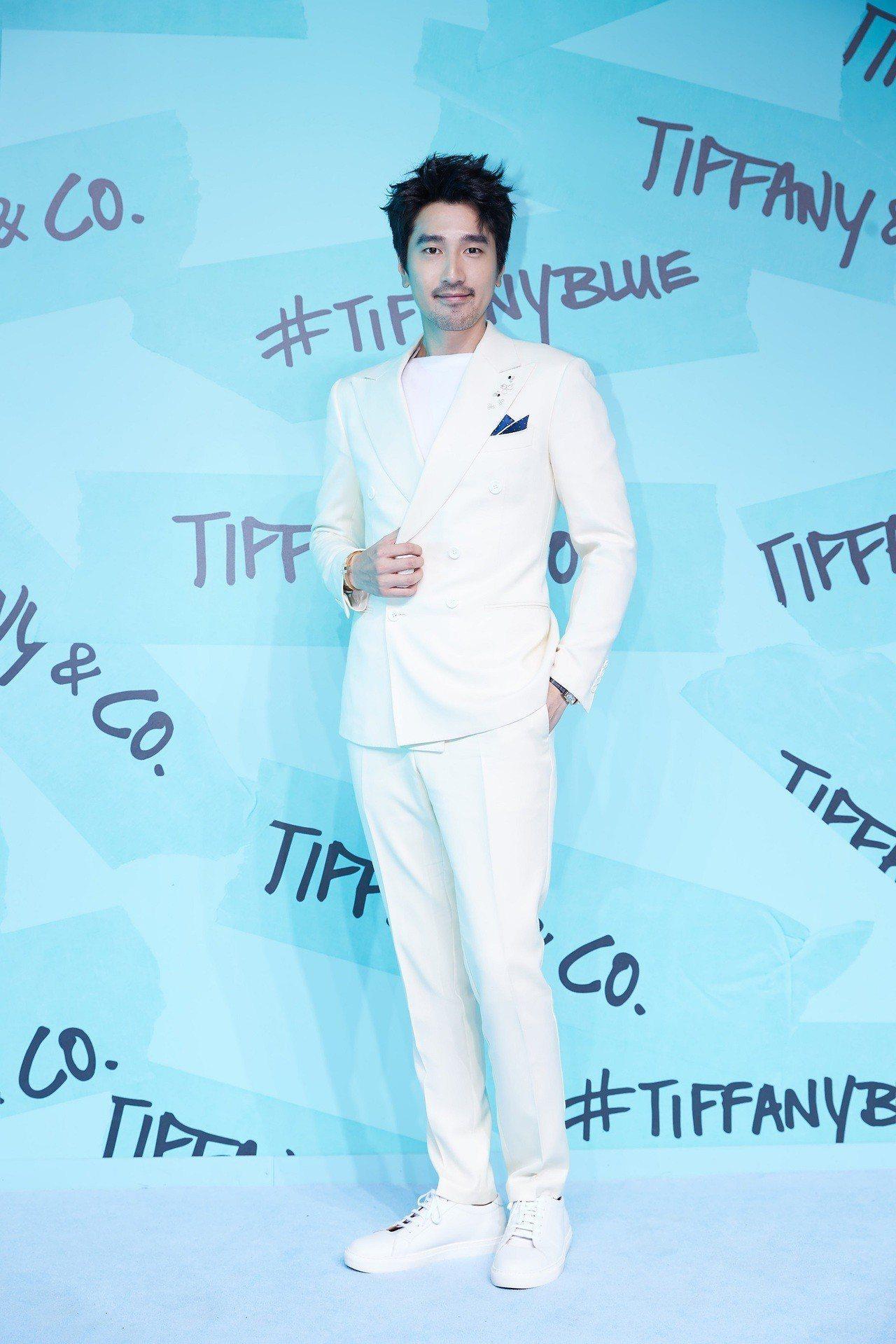 Tiffany品牌大使趙又廷將Tiffany Paper Flowers耳環當作...