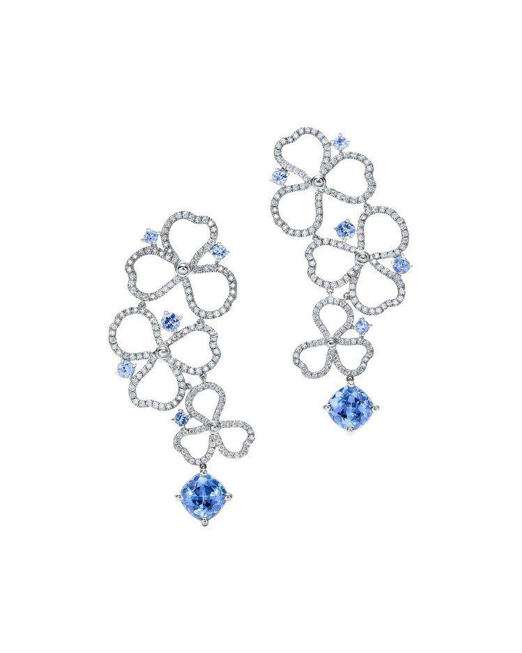 王媛可佩戴的Tiffany Paper Flowers 系列鏤空花瓣設計耳環,鉑...